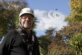 Sculptor Neil Dawson with his Ripples sculpture at Waikato Museum2